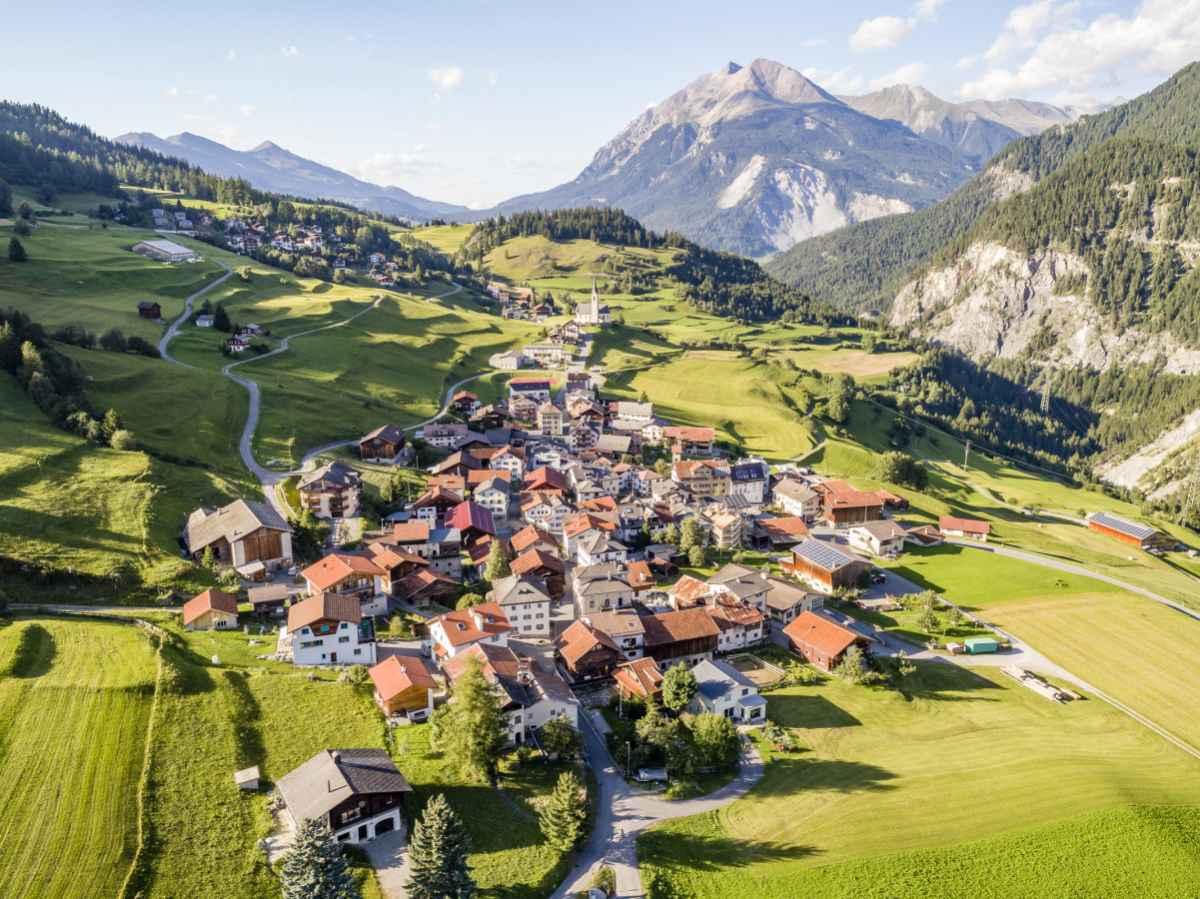 Neustart im Alter: Wohnraumstrategie der Regionen Albula und Prättigau/Davos (GR)